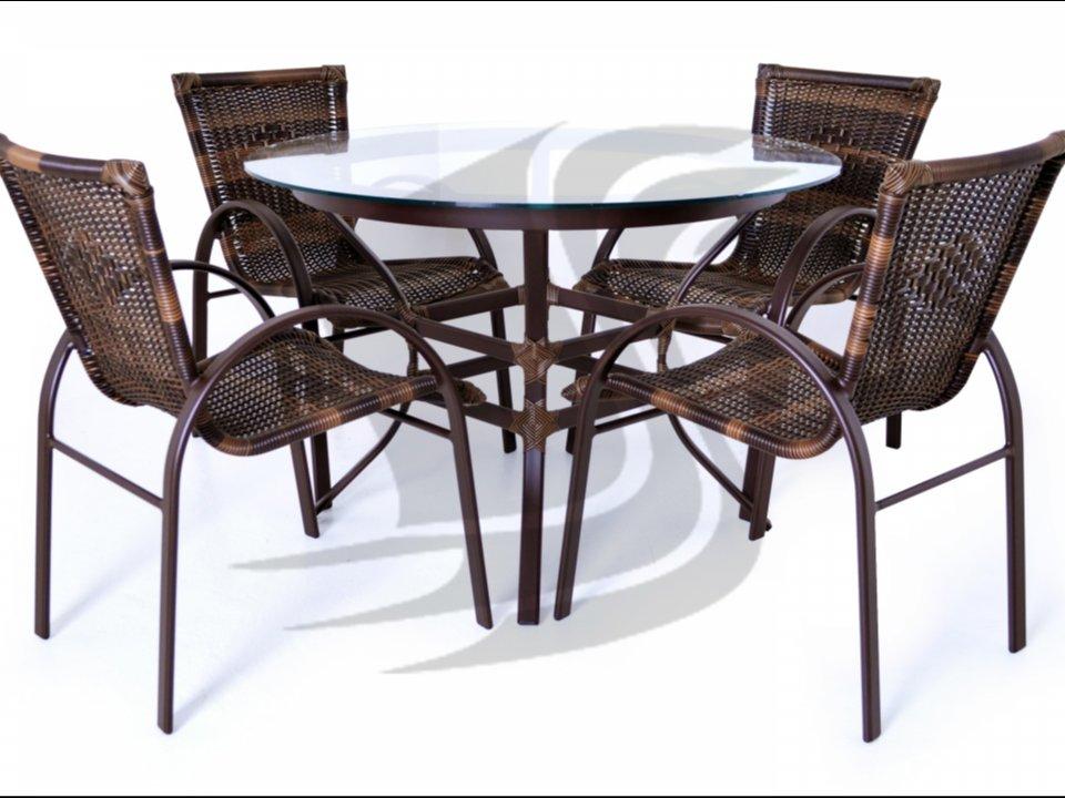Mesa e cadeiras em aluminio com sintetico. Otimos