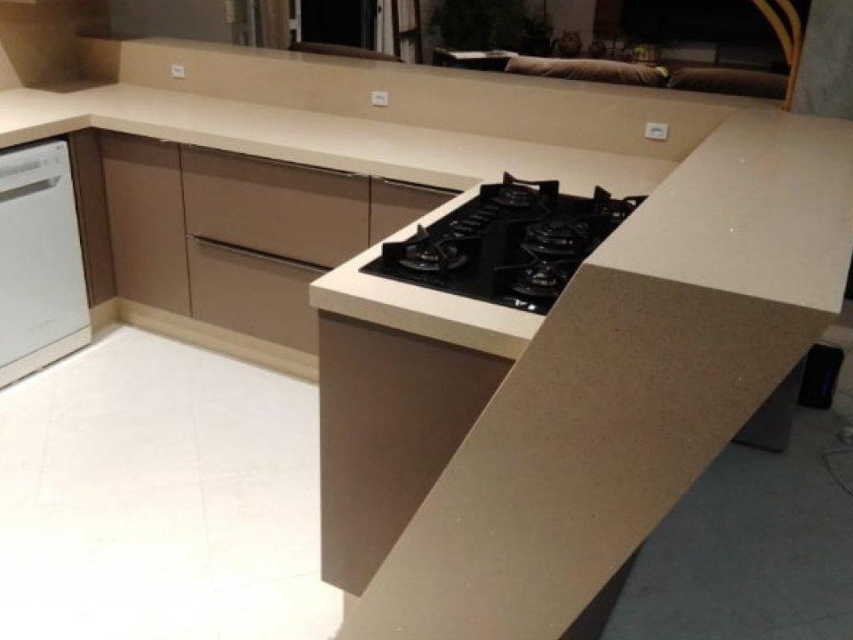 Cozinha personalizada Quartzo Bege Estelar