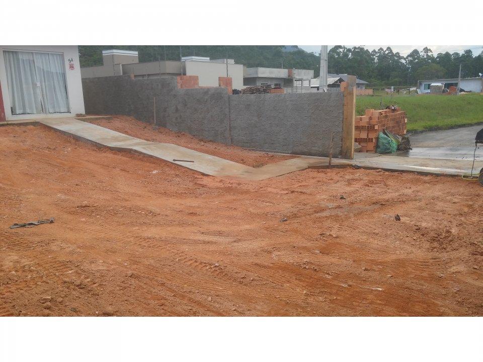 Muro, calçada, terraplanagem no prazo e com preço