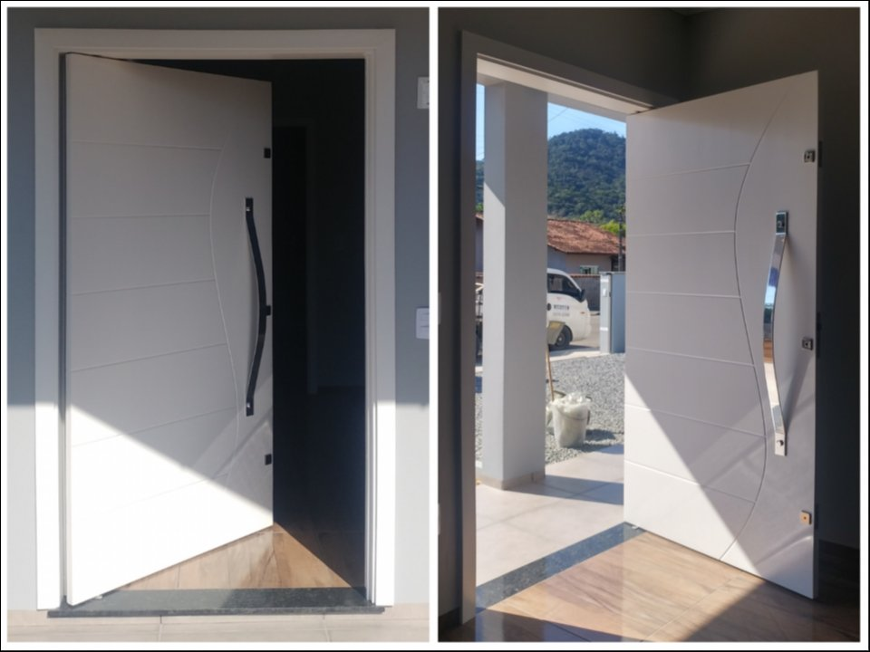 Porta Externa Pivotante Laqueada Branca